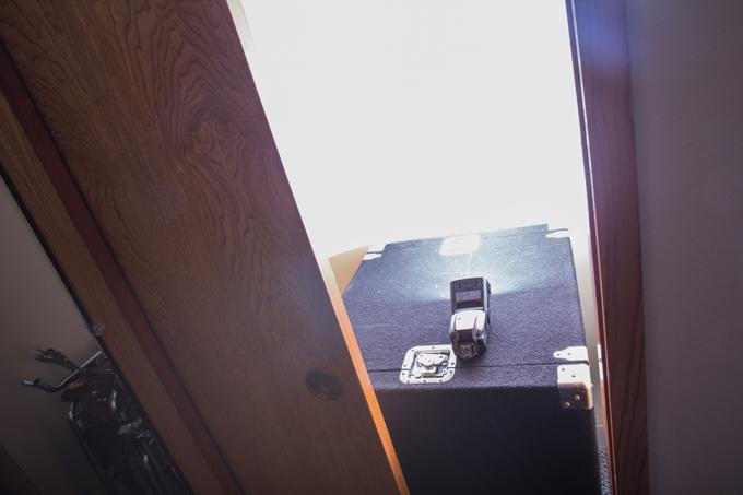 2-closet-speedlight