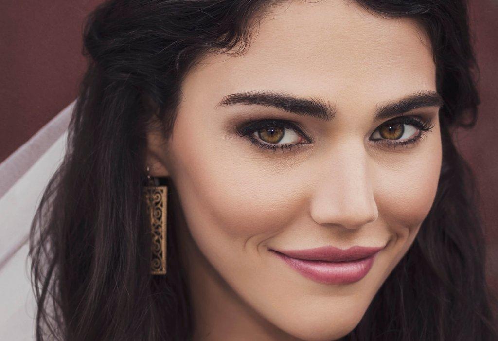 How to create warm beauty portraits using the Profoto A1 Image 2