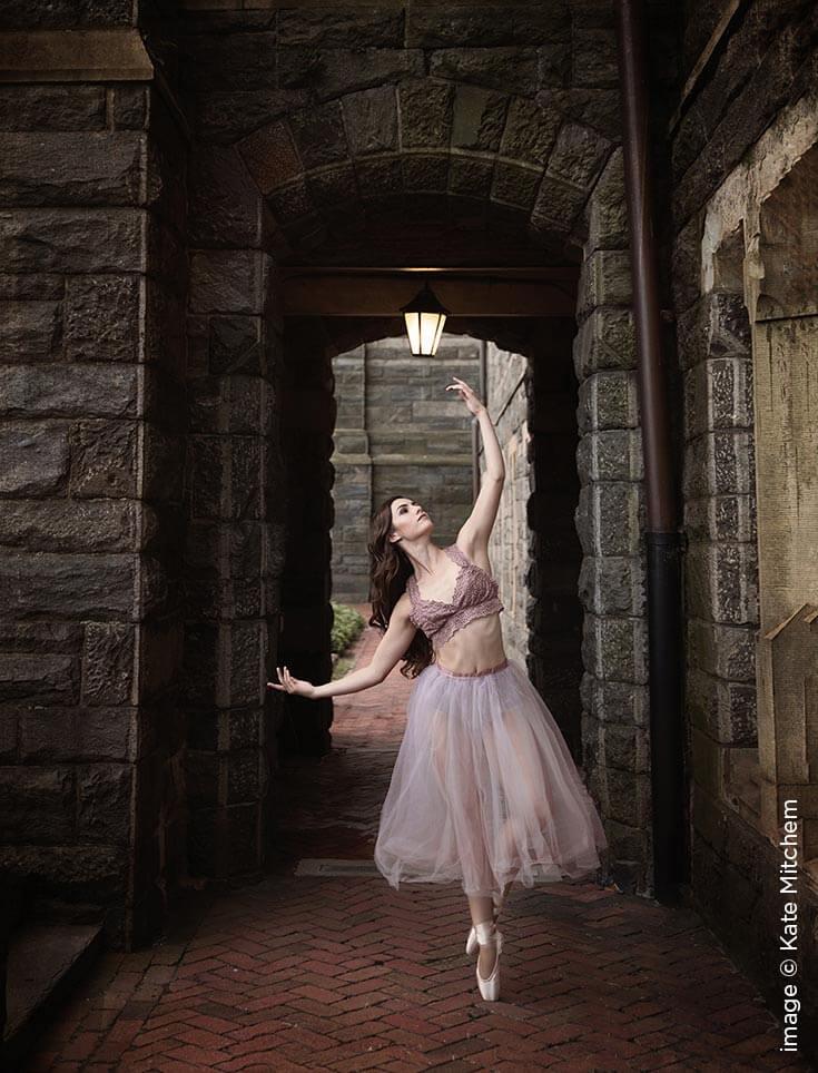 Shutter Magazine Inspirations | Senior Photography | Image by Kate Mitchem