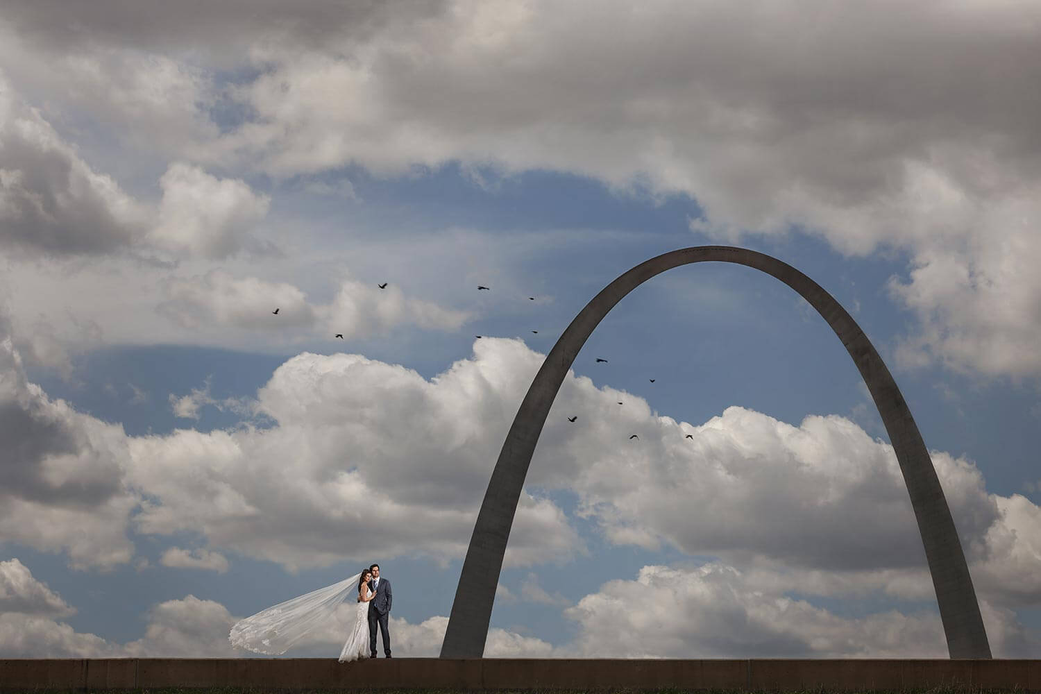 Scene 4: Bride & groom in front of the St. Louis Arch with the Canon R5 and Sal Cincotta